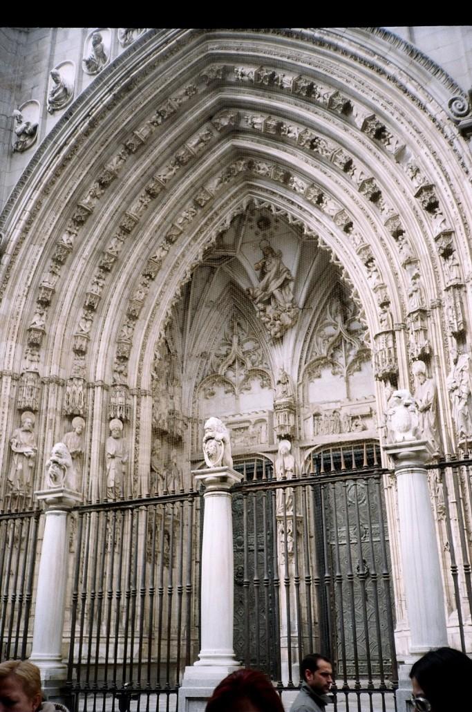 Toledo Katedrali kapısı