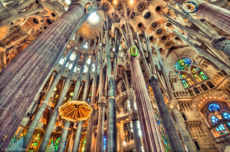 Sagrada Familia iç düzenlemesi