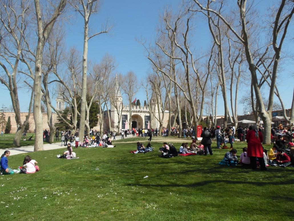 İstanbul Topkapı Sarayı Alay Meydanı