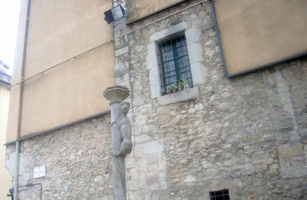 Plaça de Sant Feliu ve Aslan heykeli