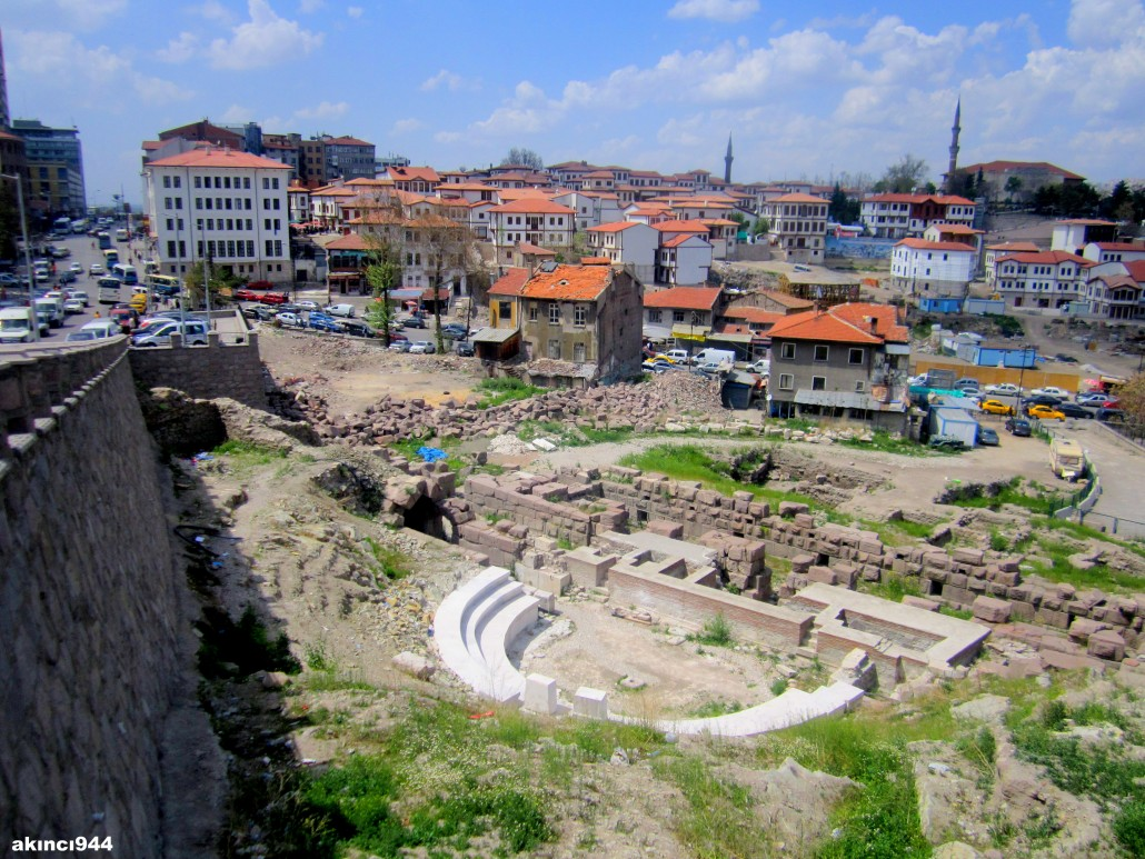 Antik Roma Amfitiyatro ve Hacıbayram Tepesi