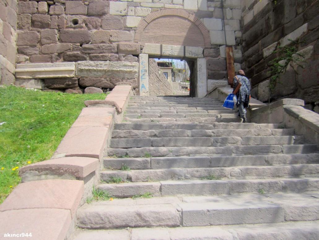 Ankara Kalesi Dış kapı girişi