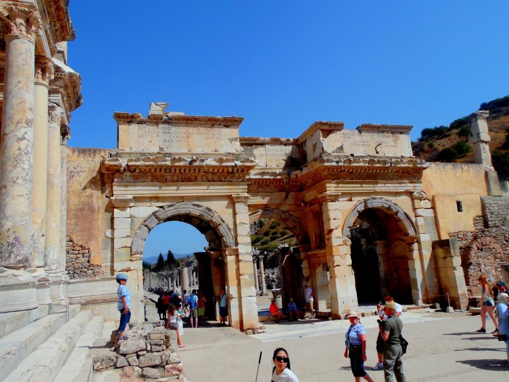 Efes Antik Kenti Herkül Kapısı (Ticari Agoranın Güney Kapısı)