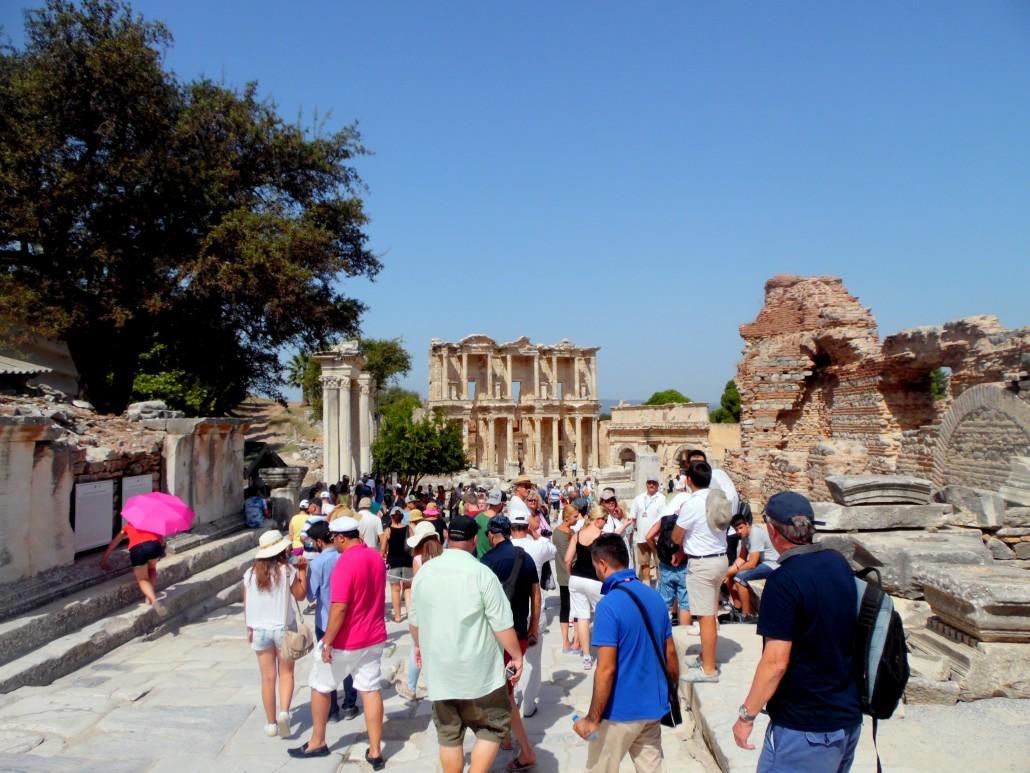 Efes Kuretler Caddesi ve Celcus Kütüphanesi