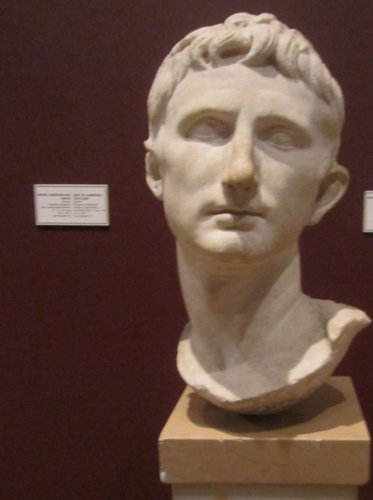 İmparator Augustus Büstü (Bergama)