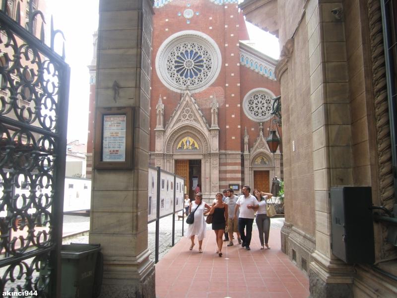 İstanbul İstiklal Caddesi San Antuan Kilisesi