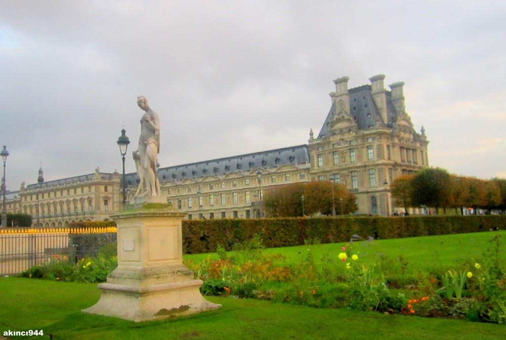 Louvre Müzesi dış mekan (24)