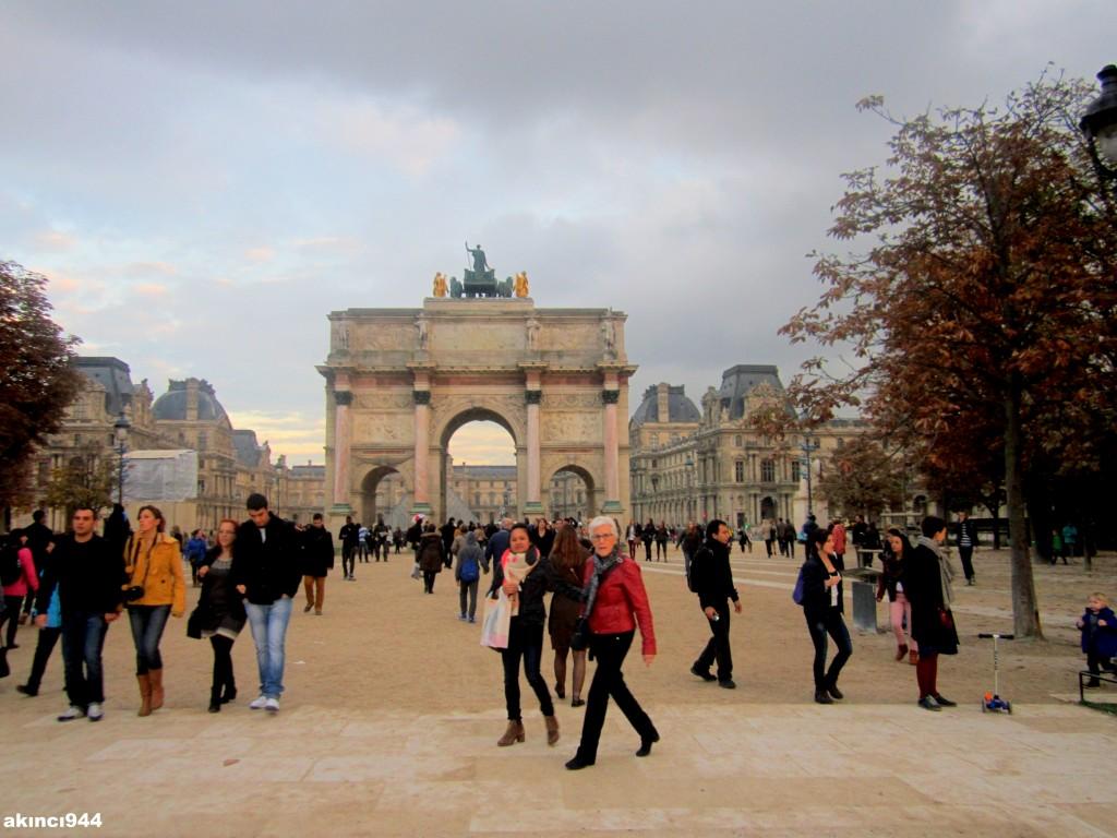 Louvre Zafer Takı