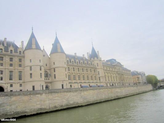 Seine Nehri Paris-. Conciergerie Müzesi